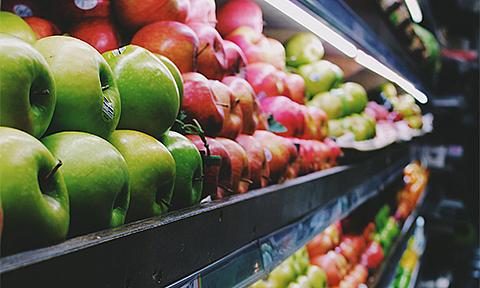 Apples in the grocery store